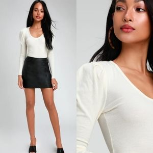 "Free People》 ""Lady"" Ivory Ribbed Puff Sleeve Top"